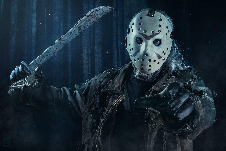 Jason Voorhees komt op je af met zijn machete klaar om je toe te voegen aan zijn lijstje