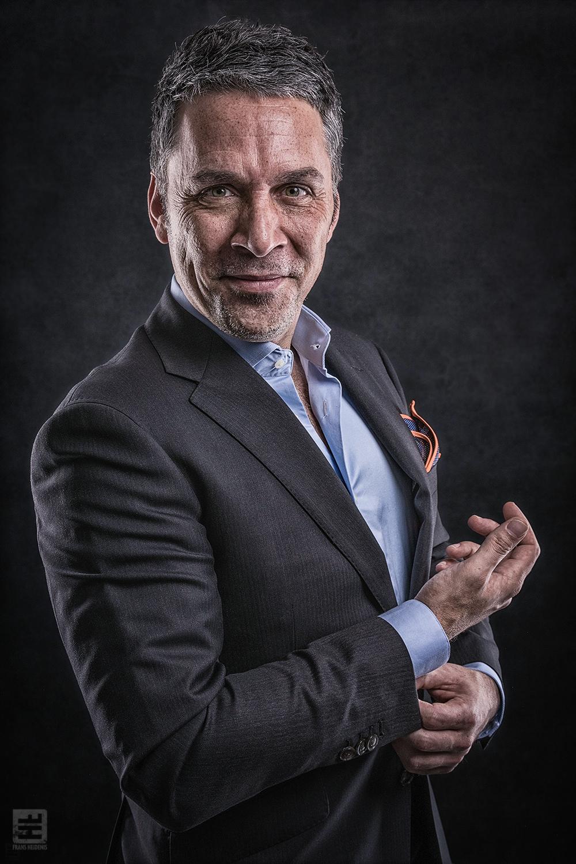 Portret Fotografie - Business portret van een business man in pak. Eigenaar van bashoorn.nl