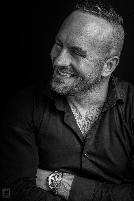 Portret Fotografie - Dean Saunders | zwart wit media portret.