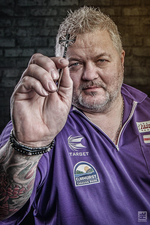 Portret Fotografie - Portret van een bekende darter uit Engeland voor promotie doeleinden