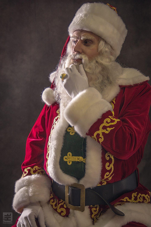 De kerstman of Santa zoals ze hem in Amerika noemen heeft inmiddels meerdere gedaantes. Mooi portret van onze Kerst held